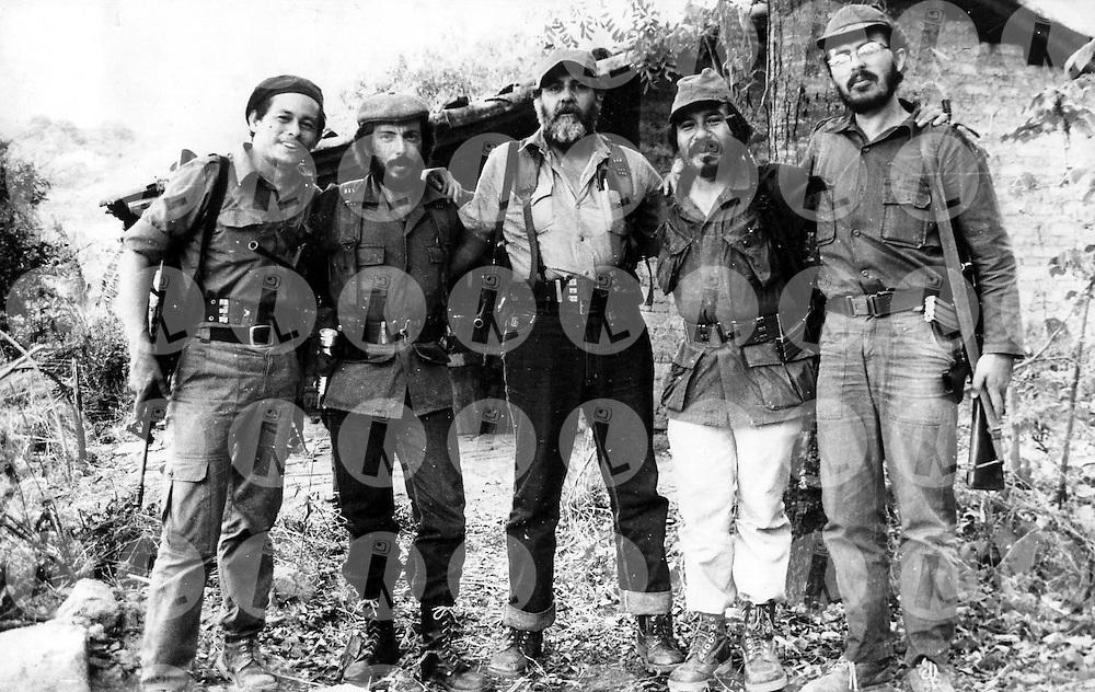 Los comandantes generalesdel Frente Farabundo Marti (FMLN) Roberto Roca (2do),Schafik Handal (3ro) y Feran Cienfuegos (5to) junto a los comandantes Ramiro Vasquez y Salvador Guerra durante la guerra.  El FMLN cumple 30 a-os de fundaci--n.(Im?genes Libres).