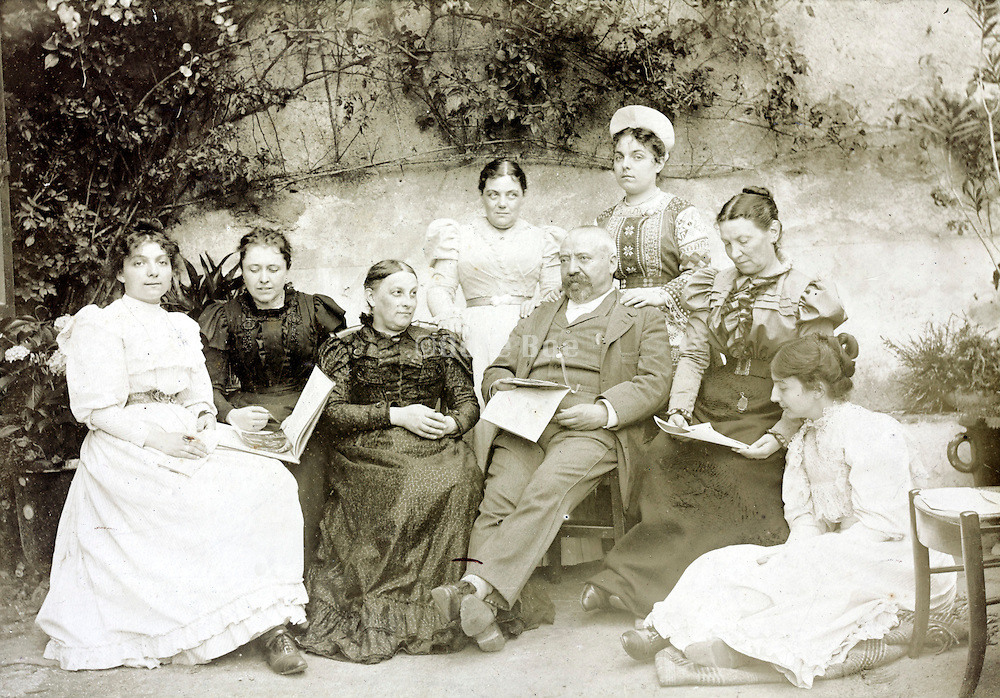 vintage family group late 1800s France