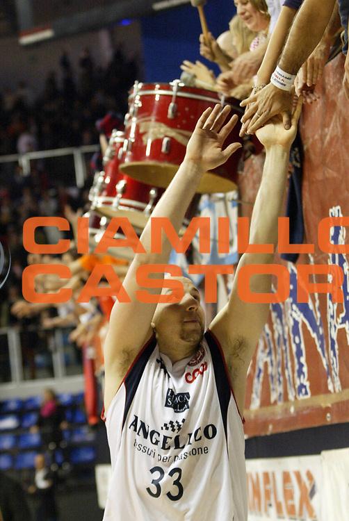 DESCRIZIONE : Biella Lega A1 2008-09 Angelico Biella Premiata Montegranaro<br /> GIOCATORE : Greg Brunner<br /> SQUADRA : Angelico Biella<br /> EVENTO : Campionato Lega A1 2008-2009 <br /> GARA : Angelico Biella Premiata Montegranaro <br /> DATA : 01/03/2009 <br /> CATEGORIA : Esultanza<br /> SPORT : Pallacanestro <br /> AUTORE : Agenzia Ciamillo-Castoria/E.Pozzo