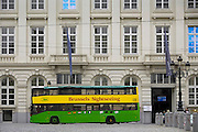 Belgie, Brussel, 28-7-2011Een bus van Brussels Sightseeing staat voor het magritte museum.Foto: Flip Franssen/Hollandse Hoogte