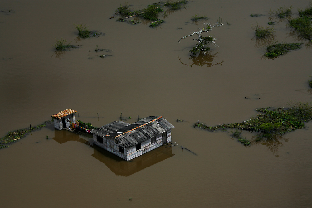 May 10th 2006. Santarem region (Para State, Brazil)..After suffering one of the worst droughts ever recorded in history during 2005, the region was severely flooded the next wet season...©Daniel Beltra