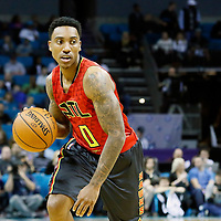 01 November 2015: Atlanta Hawks guard Jeff Teague (0) brings the ball up court during the Atlanta Hawks 94-92 victory over the Charlotte Hornets, at the Time Warner Cable Arena, in Charlotte, North Carolina, USA.