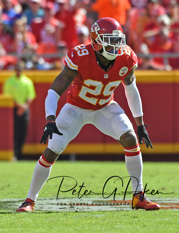 KANSAS CITY, MO - OCTOBER 23:  Safety Eric Berry #29 of the Kansas City Chiefs gets set on defense against the New Orleans Saints during the second half on October 23, 2016 at Arrowhead Stadium in Kansas City, Missouri.  (Photo by Peter G. Aiken/Getty Images) *** Local Caption *** Eric Berry