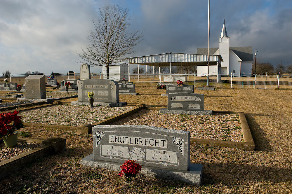 Crawford, Texas, USA.Der Besitzer der Prairie Chapel Ranch war B.F. Engelbrecht, bis er das Land an die Familie Bush verkaufte Er starb im Oktober 2008 und ist auf dem Canaan Baptist Friedhof ganz in der Naehe der Ranch begraben..B.F. Engelbrecht owned the Prairie Chapel Ranch, until he sold it to Bush in 1999. He died in October 2008 and is buried at Canaan Baptist Cementary, near Prairie Chapel Ranch..Crawford, Texas, is the hometown of outgoing President George W. Bush, who bought the Prairie Chapel Ranch, located seven miles (10 km) northwest of town, in 1999. The farm was considered the Western White House of the President, who is leaving soon for a new home in  Dallas. His departure will bring major changes to this small town (population: 705), which had in part made a living by catering to the tourist, press and protesting crowds that came to visit. At the same time they are very tired of it all and seem to be glad that life can finally get back to normal now...©Stefan Falke
