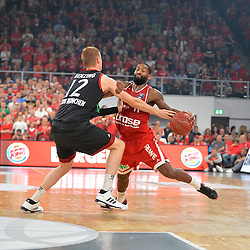 21.06.2015, Brose Arena, Bamberg, GER, Beko Basketball BL, Brose Baskets Bamberg vs FC Bayern Muenchen, Playoffs, Finale, 5. Spiel, im Bild Bradley Wanamaker (Brose Baskets Bamberg / rechts) versucht sich gegen Robin Benzing (FC Bayern Muenchen / links) durchzusetzen, und wird dabei gefoult. // during the Beko Basketball Bundes league Playoffs, final round, 5th match between Brose Baskets Bamberg and FC Bayern Muenchen at the Brose Arena in Bamberg, Germany on 2015/06/21. EXPA Pictures &copy; 2015, PhotoCredit: EXPA/ Eibner-Pressefoto/ Merz<br /> <br /> *****ATTENTION - OUT of GER*****