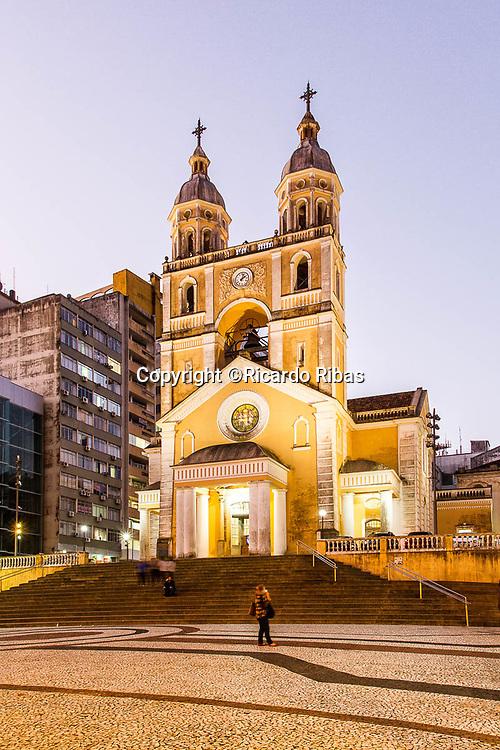 Catedral Metropolitana de Florianópolis ao anoitecer. Florianópolis, Santa Catarina, Brasil. / Metropolitan Cathedral of Florianopolis at dusk. Florianopolis, Santa Catarina, Brazil.