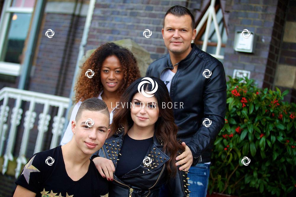 AMSTERDAM - SBS6 Presenteert de finalisten van het programma 'Bloed, Zweet en Tranen'. Met hier op de foto  het team van Roxeanne Hazes met de kandidaten; Mike Peterson, Velorisa Yorks en Driekes Hoekstra. FOTO LEVIN DEN BOER - KWALITEITFOTO.NL