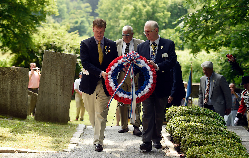 7/1/16 :: REGION :: BESSETTE :: Historian, and keynote speaker, Damien Cregeau, left, and Doug Wood, of the Sons of the American Revolution, carry the wreath to be laid at the grave of Samuel Huntington Friday, July 1, 2016 at the Historic Norwichtown cemetery in Norwich. Huntington was a signer of the Declaration of Independence and served as first President of the United States under the Articles of Confederation, the governing documents that preceded the constitution. (Sean D. Elliot/The Day)