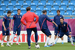 13.06.2012, City Stadion, Poznan, POL, UEFA EURO 2012, Training, Kroatien, im Bild SIME VRSALJKO, MARIO MANDZUKIC, TRENER (COACH) SLAVEN BILIC, DANIJEL PRANJIC during the during EURO 2012 Trainingssession of Croatia Nationalteam, at the City stadium, Poznan, Poland on 2012/06/13