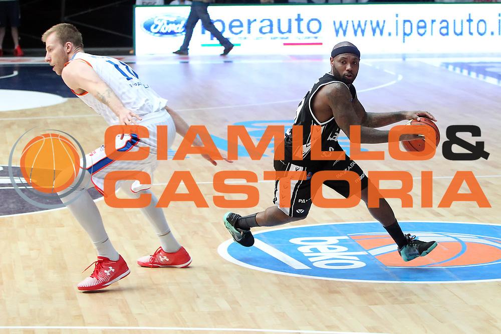 DESCRIZIONE: Cantu' Lega A 2015-16 <br /> Acqua Vitasnella Cantu' vs Obiettivo Lavoro Virtus Bologna<br /> GIOCATORE: Andre Collins<br /> CATEGORIA: palleggio<br /> SQUADRA: Obiettivo Lavoro Virtus Bologna<br /> EVENTO: Campionato Lega A 2015-2016<br /> GARA: Acqua Vitasnella Cantu' Obiettivo Lavoro Virtus Bologna<br /> DATA: 17/04/2016<br /> SPORT: Pallacanestro<br /> AUTORE: Agenzia Ciamillo-Castoria/A. Ossola<br /> Galleria: Lega Basket A 2015-2016<br /> Fotonotizia: Cantu' Lega A 2014-15 <br /> Acqua Vitasnella Cantu' Obiettivo Lavoro Virtus Bologna