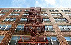 THEMENBILD - Staten Island ist einer der fuenf Stadtbezirke (Boroughs) von New York City. Im suedwesten der Stadt gelegen ist Staten Island sowohl der suedlichste Teil von der Stadt als auch vom Bundesstaate New York. Der Bezirk ist von New York getrennt durch den New York Bay, im Bild eine Feuerleiter auf einem Haus, Aufgenommen am 09. August 2016 // Staten Island is one of the five boroughs of New York City. In the southwest of the city, Staten Island is the southernmost part of both the city and state of New York. The borough is separated from New York by New York Bay. This picture shows a fireladder on a house, New York City, United States on 2016/08/09. EXPA Pictures © 2016, PhotoCredit: EXPA/ Sebastian Pucher