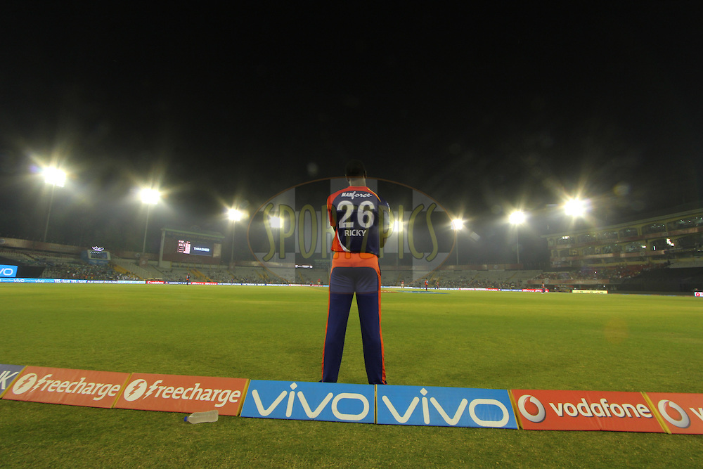 Carlos Brathwaite of Delhi Daredevils during match 36 of the Vivo Indian Premier League ( IPL ) 2016 between the Kings XI Punjab and the Delhi Daredevils held at the IS Bindra Stadium, Mohali, India on the 7th May 2016<br /> <br /> Photo by Arjun Singh / IPL/ SPORTZPICS