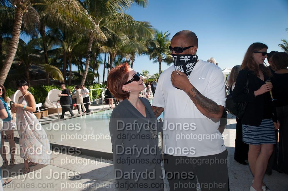 CRICKET TAPLIN OWNER OF THE HOTEL WITH NOBODY TMNK AT STREET ARTIST, , Sagamore Hotel Art Basel brunch.   Miami Beach. 4 December 2010. -DO NOT ARCHIVE-© Copyright Photograph by Dafydd Jones. 248 Clapham Rd. London SW9 0PZ. Tel 0207 820 0771. www.dafjones.com.