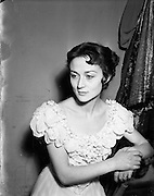 22/12/1952<br /> 12/22/1952<br /> 22 December 1952 <br /> Helena Hughes, Actress at the Gate Theatre, Dublin.