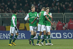 21.02.2010, Weser Stadion, Bremen, GER, 1.FBL, Werder Bremen vs Bayer Leverkusen, im Bild 1:1 Naldo ( Werder  #04 ) Jubel mit Per Mertesacker ( Werder  #29 ) und Peter Niemeyer ( Werder  #25 )   EXPA Pictures © 2010, PhotoCredit: EXPA/ nordphoto/ Kokenge / for Slovenia SPORTIDA PHOTO AGENCY.