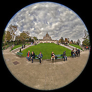 November 21~28, 2014  •  Paris, France  •  new images for 'aRound Paris'  •  Sacre-Coeur from down near Place Saint-Pierre
