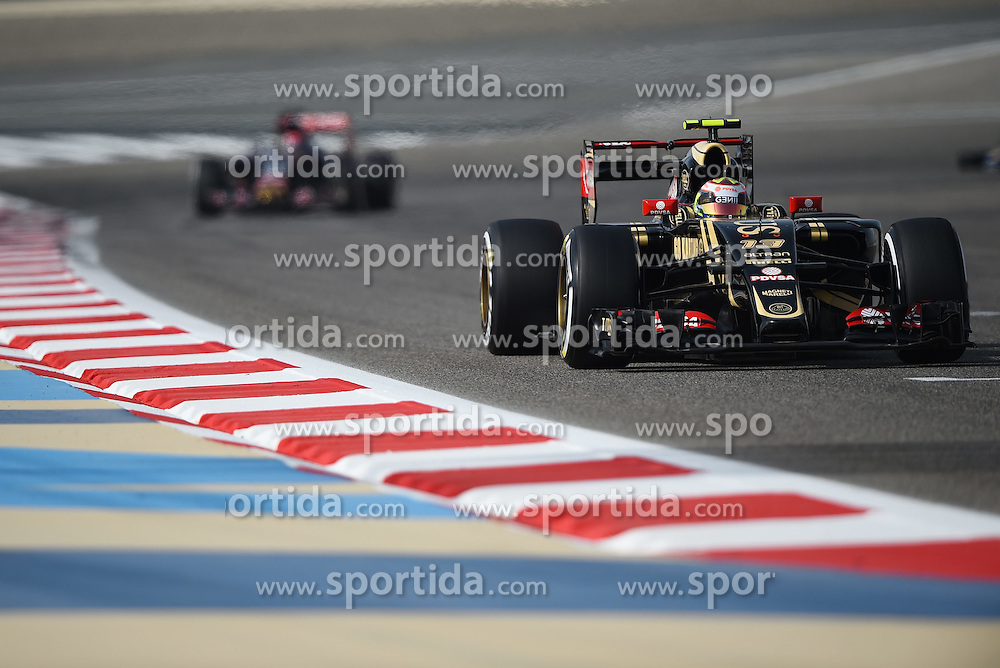 18.04.2015, International Circuit, Sakhir, BHR, FIA, Formel 1, Grand Prix von Bahrain, Qualifying, im Bild Pastor Maldonado (VEN) Lotus E23 Hybrid // during Qualifying of the FIA Formula One Bahrain Grand Prix at the International Circuit in Sakhir, Bahrain on 2015/04/18. EXPA Pictures &copy; 2015, PhotoCredit: EXPA/ Sutton Images/ Mark<br /> <br /> *****ATTENTION - for AUT, SLO, CRO, SRB, BIH, MAZ only*****