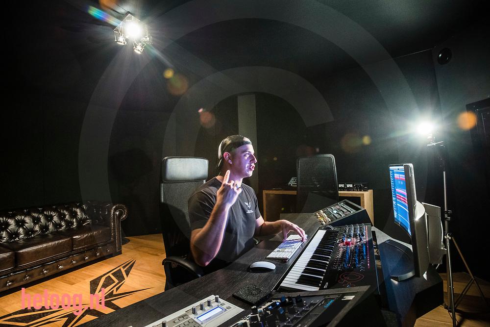 Nederland, Beuningen 31okt2017 DJ Radical Redemption (Joey van Ingen) heeft een  topklassering als DJ Hier gefotografeerd in zijn studio in Deurningen/Overijssel. Hij trad onlangs op  in Breda voor 12.000 M/V Fotografie: Cees Elzenga -hetoog.nl CE20171031