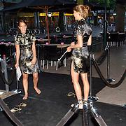NLD/Hilversum/20050622 - Opening club Musk, dames op blote voeten, pijnlijke schoenen