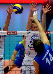 20-09-2013 VOLLEYBAL: EK MANNEN SERVIE - SLOVENIE: HERNING<br /> (L-R) Tine Urnaut, Aleksandar Atanasijevic<br /> &copy;2013-FotoHoogendoorn.nl