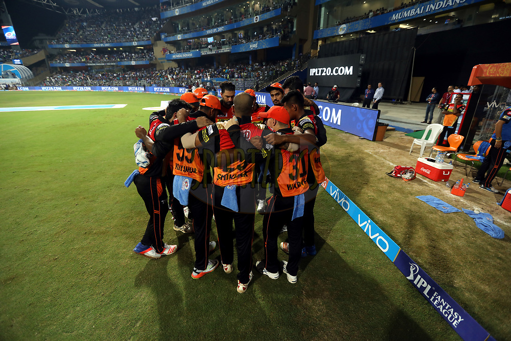Sunrisers Hyderabad huddle during match 10 of the Vivo 2017 Indian Premier League between the Mumbai Indians and the Sunrisers Hyderabad held at the Wankhede Stadium in Mumbai, India on the 10th April 2017<br /> <br /> Photo by Sandeep Shetty - Sportzpics - IPL