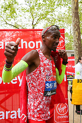 © Licensed to London News Pictures. 28/04/2019. London, UK. Britain's Mo Farah gives a thumbs up at the London Marathon 2019. Photo credit: Dinendra Haria/LNP