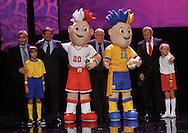 WARSAW 16/11/2010.Official presentation of EURO 2012 Mascot ..From Left : David Taylor /UEFA/, Adam Giersz , Grzegorz Lato , Grygoriy Surkis ..Fot. Piotr Hawalej