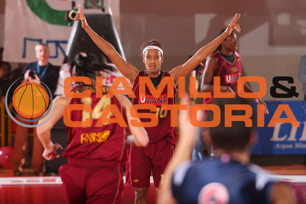 DESCRIZIONE : Schio Lega A1 Femminile 2007-08 Coppa Italia Finale Levoni Taranto Umana Venezia <br /> GIOCATORE : Andrade <br /> SQUADRA : Umana Venezia <br /> EVENTO : Campionato Lega A1 Femminile 2007-2008 <br /> GARA : Levoni Taranto Umana Venezia <br /> DATA : 16/03/2008 <br /> CATEGORIA : Esultanza <br /> SPORT : Pallacanestro <br /> AUTORE : Agenzia Ciamillo-Castoria/S.Silvestri <br /> Galleria : Lega Basket Femminile 2007-2008 <br /> Fotonotizia : Schio Campionato Italiano Femminile Lega A1 2007-2008 Coppa Italia Finale Levoni Taranto Umana Venezia <br /> Predefinita :