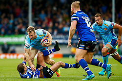 James Short of Exeter Chiefs fights off Alex Davies of Bath Rugby - Mandatory by-line: Ryan Hiscott/JMP - 03/11/2018 - RUGBY - Sandy Park Stadium - Exeter, England - Exeter Chiefs v Bath Rugby - Premiership Rugby Cup