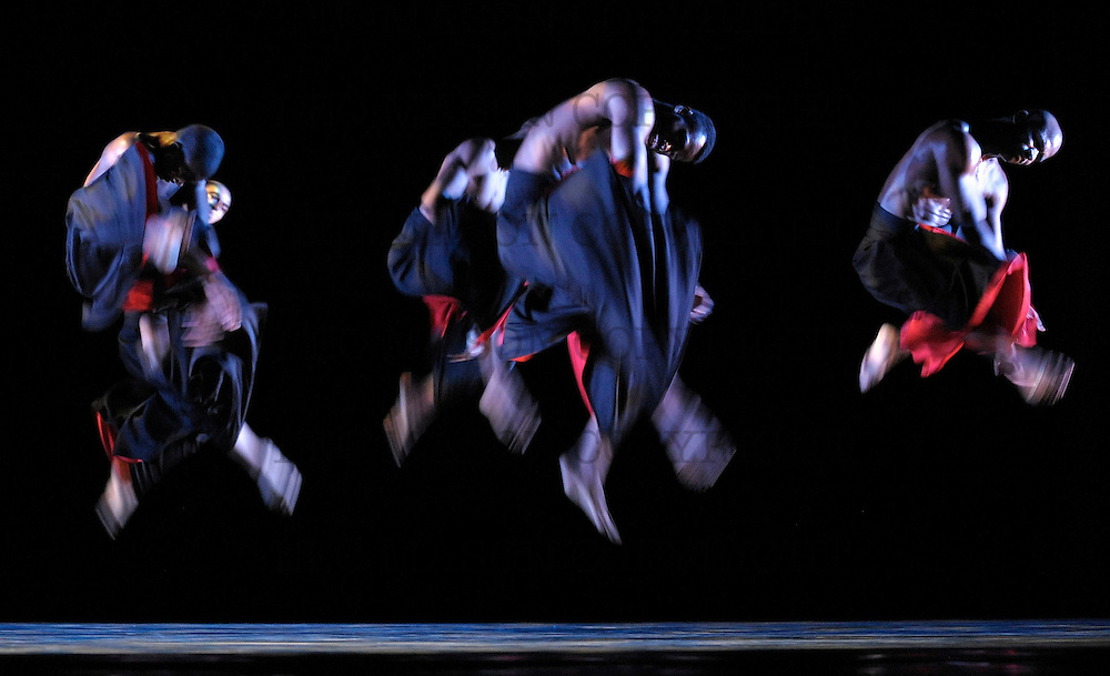 14.09.10 Alvin Ailey American Dance Theater Company<br /> The Hunt performed by the Evening and Alternate Cast
