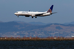 Boeing 737-924(ER) (N68836) operated by United Airlines landing at San Francisco International Airport (KSFO), San Francisco, California, United States of America