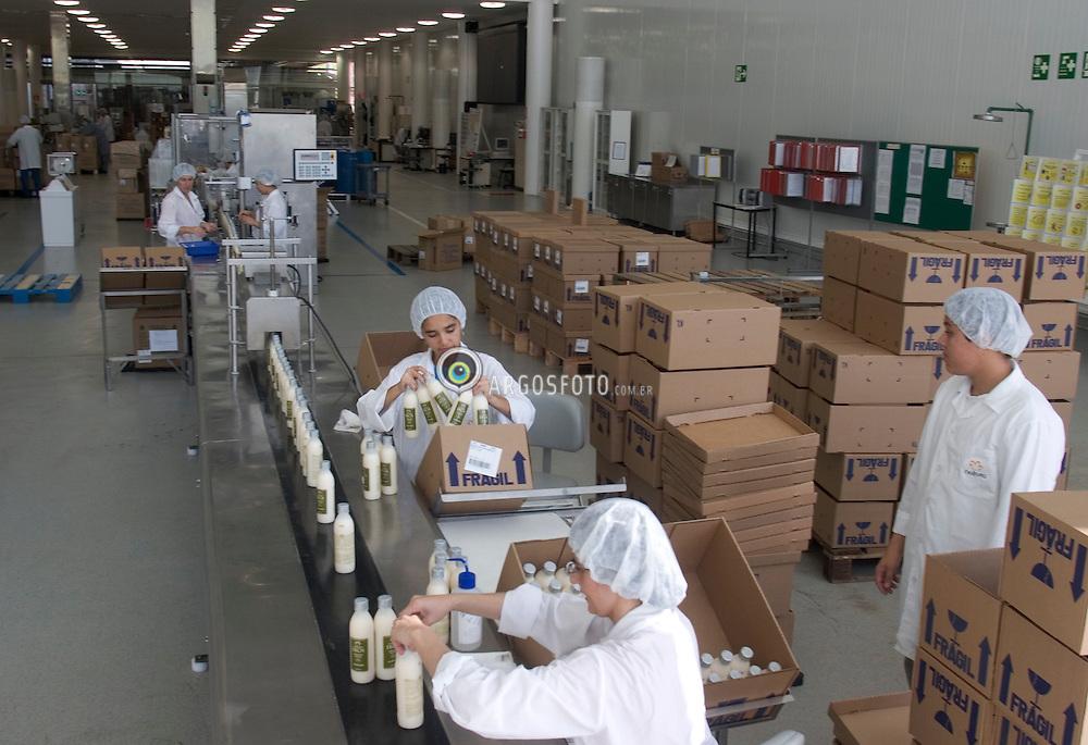 Cajamar, SP, Brazil   27/April/2005.Natura Cosmeticos S.A. Linha de producao da marca Ekos./ Natura Cosmetics S.A. Production Line of Ekos..Foto Marcos Issa