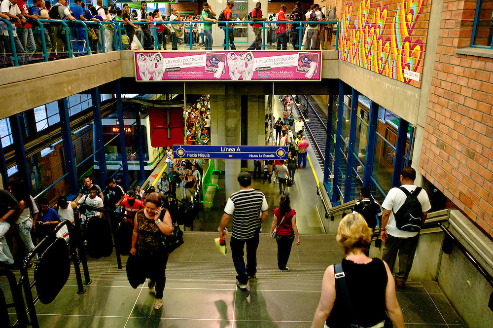 Rush hour at Acevedo station on the Medellîn Metro.