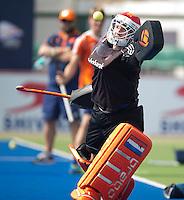 RAIPUR (India) . Oranje trainde vandaag licht voor de halve finalewedstrijd tegen Australie van morgen in  Hockey World League finale ronde.  keeper Jaap Stockman tijdens het oefen van de strafcorner  ANP KOEN SUYK