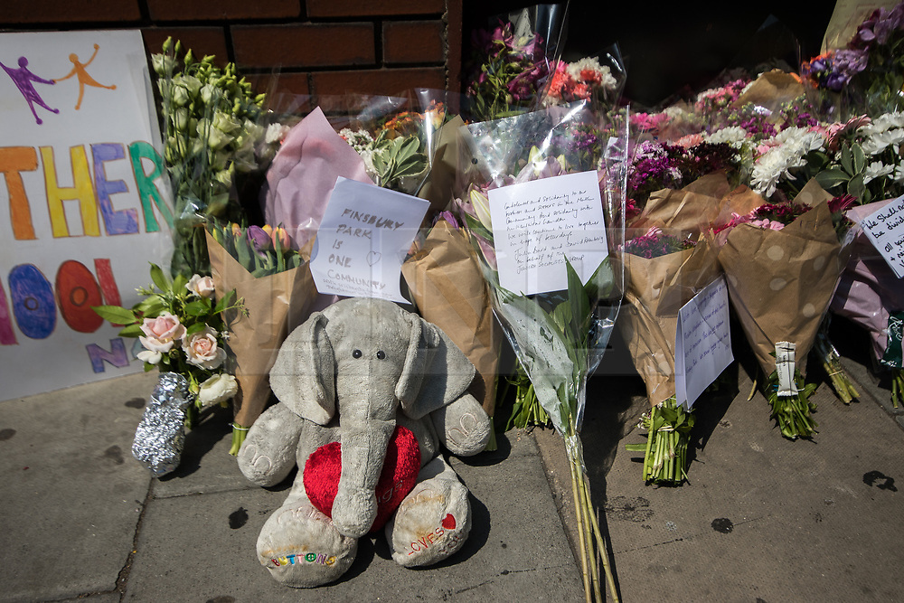 © Licensed to London News Pictures. 19/06/2017. London, UK. Cards and flowers left outside Finsbury Park Mosque , close to the scene . One man is known to be dead and several inured after a hired van was driven in to people on Whadcoat Street in Finsbury Park in North London after late night prayers at a nearby mosque . Photo credit: Joel Goodman/LNP