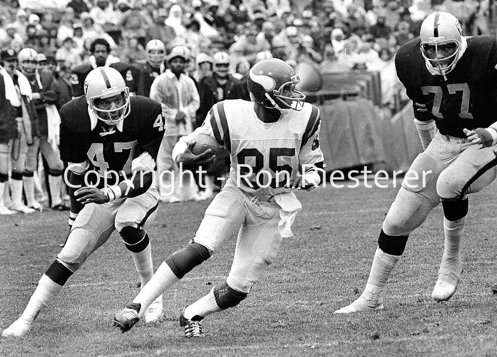 Minnesota  Vikings Sammy White cornered by Charles Phillips and Charles Philyaw...(1972 photo/Ron Riesterer)