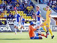 Fotball , 27. juli 2014 , Tippeligaen , Eliteserien , <br /> Bodø/Glimt - Sarpsborg 08<br /> Trond Olsen , Glimt , <br /> Duwayne Kerr , Sarpsborg<br /> Foto: KENT EVEN GRUNDSTAD , DIGITALSPORT