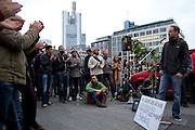 Frankfurt am Main | 28 Apr 2014<br /> <br /> Am Montag (28.04.2014) veranstalteten etwa 200 Menschen an der Hauptwache in Frankfurt am Main sogenannte Montagsdemos gegen Hartz IV und die Agenda 2010 und dann sp&auml;ter f&uuml;r den Frieden, gegen den Krieg etc., am zweiten Teil der Montagsdemo nahmen AfD-Aktivisten und die Neonazi-Aktivistin Sigrid Sch&uuml;&szlig;ler (NPD, RNF/Ring Nationaler Frauen) teil.<br /> Hier: Ein Aktivist berichtet von seinen Erfahrungen als Bundeswehrsoldat.<br /> <br /> &copy;peter-juelich.com<br /> <br /> [No Model Release | No Property Release]
