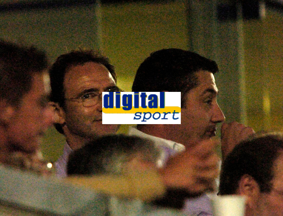 Photo: Richard Lane.<br />Wycombe Wanderers v Watford. Pre Season Friendly. 26/07/2006. <br />Former Wycombe manager, Martin O'Neil watches his old team with current chairman, Steve Hayes.