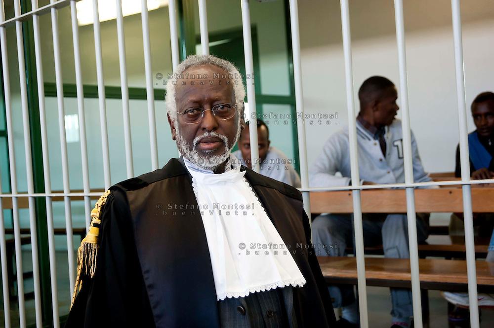 Roma 23  Marzo 2012 .Inizia il processo a nove somali nell'aula bunker di Rebibbia,accusati di pirateria sequestro di persona per finalità di terrorismo, detenzione di armi da guerra e danneggiamento con l'aggravante della finalità di terrorismo. Il dieci ottobre 2011 assaltarono la nave italiana portacontainer Montecristo al largo della Somalia, tenendo prigionieri nel golfo di Aden,  23 uomini dell'equipaggio. Furono catturati dalle forze armate inglesi..L'avvocato Douglas Duale che difende 6 imputati