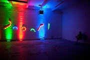 """Die MeetFactory im Prager Stadtteil Smichov während einer Abendveranstaltung mit Kunst und Live Musik. Eine Licht Installation für die nachfolgende """"Chill Out"""" Party."""