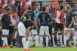 08-08-2015 NED: Feyenoord - FC Utrecht, Rotterdam<br /> Feyenoord verslaat FC Utrecht met 3-2 / Opstootje met Louis Nganioni #20, Terence Kongolo #4. Scheidsrechter Kevin Blom