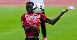 23.05.2010, AUT, FIFA Worldcup Vorbereitung, Training Kamerun im Bild Vincent Aboubakar, Angriff, Nationalteam Kamerun (Coton Sport Garoua), EXPA Pictures © 2010, PhotoCredit: EXPA/ J. Feichter / SPORTIDA PHOTO AGENCY
