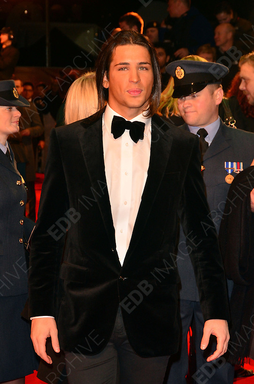 08.JANUARY.2012. LONDON<br /> <br /> OLLIE LOCKE ARRIVES AT THE WAR HORSE PREMIERE HELD AT THE ODEON LEICESTER SQUARE IN LONDON.<br /> <br /> BYLINE: EDBIMAGEARCHIVE.COM<br /> <br /> *THIS IMAGE IS STRICTLY FOR UK NEWSPAPERS AND MAGAZINES ONLY*<br /> *FOR WORLD WIDE SALES AND WEB USE PLEASE CONTACT EDBIMAGEARCHIVE - 0208 954 5968*