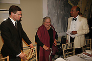 Mrs. seymour Silver., Royal Academy Annual dinner. Royal Academy, Piccadilly. 6 June 2006. ONE TIME USE ONLY - DO NOT ARCHIVE  © Copyright Photograph by Dafydd Jones 66 Stockwell Park Rd. London SW9 0DA Tel 020 7733 0108 www.dafjones.com