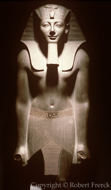 EGYPT, ANCIENT MONUMENTS, LUXOR MUSEUM statue of King Tuthmosis III, from the New Kingdom 1490-1436 BC