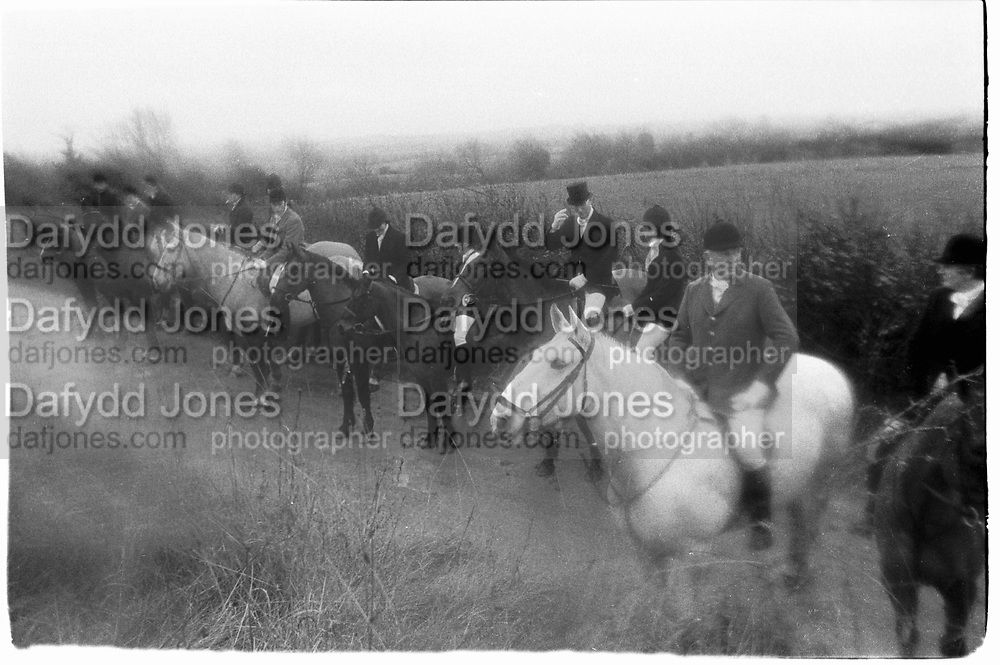 Mr.Sacha Poklewski- Koziell, Miss Belinda Jellett, Miss sonia Kievnan, Mr Ben Jellett, Mrs Harriet Maines, Mr William Harvey-Kelly. West Meath Hunt Meet. 1/1/88. Southern Ireland© Copyright Photograph by Dafydd Jones 66 Stockwell Park Rd. London SW9 0DA Tel 020 7733 0108 www.dafjones.com