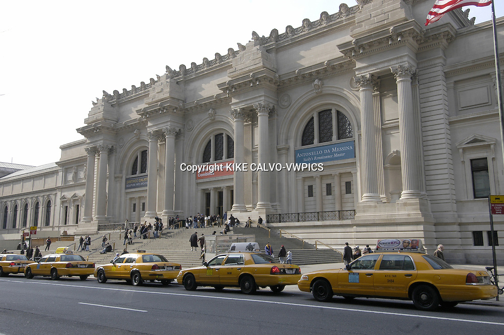 The Metropolitan Museum of Art.Manhattan, New York City, United States.© KIKE CALVO.( culture, landmark, education, international, collection, paintings, sculpture, sculptures, egyptian, roman, decorative, european, africa, america, oceania, arms, armors, greek, modern, contemporary, taxi, yellow, cab, transportation. B1276