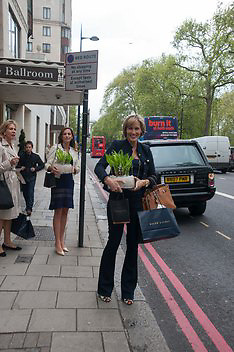SANTA SEBAG-MONTEFIORE, The Foreign Sisters lunch sponsored by Avakian in aid of Cancer Research UK. The Dorchester. 15 May 2012
