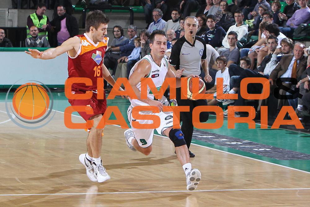 DESCRIZIONE : Treviso Lega A 2011-12 Benetton Treviso Acea Roma<br /> GIOCATORE : Bulleri Massimo<br /> SQUADRA : Benetton Treviso Acea Roma<br /> EVENTO : Campionato Lega A 2011-2012 <br /> GARA : Benetton Treviso Acea Roma<br /> DATA : 10/12/2011<br /> CATEGORIA : Penetrazione<br /> SPORT : Pallacanestro <br /> AUTORE : Agenzia Ciamillo-Castoria/G.Contessa<br /> Galleria : Lega Basket A 2011-2012 <br /> Fotonotizia : Treviso Lega A 2011-12 Benetton Treviso Acea Roma<br /> Predfinita :